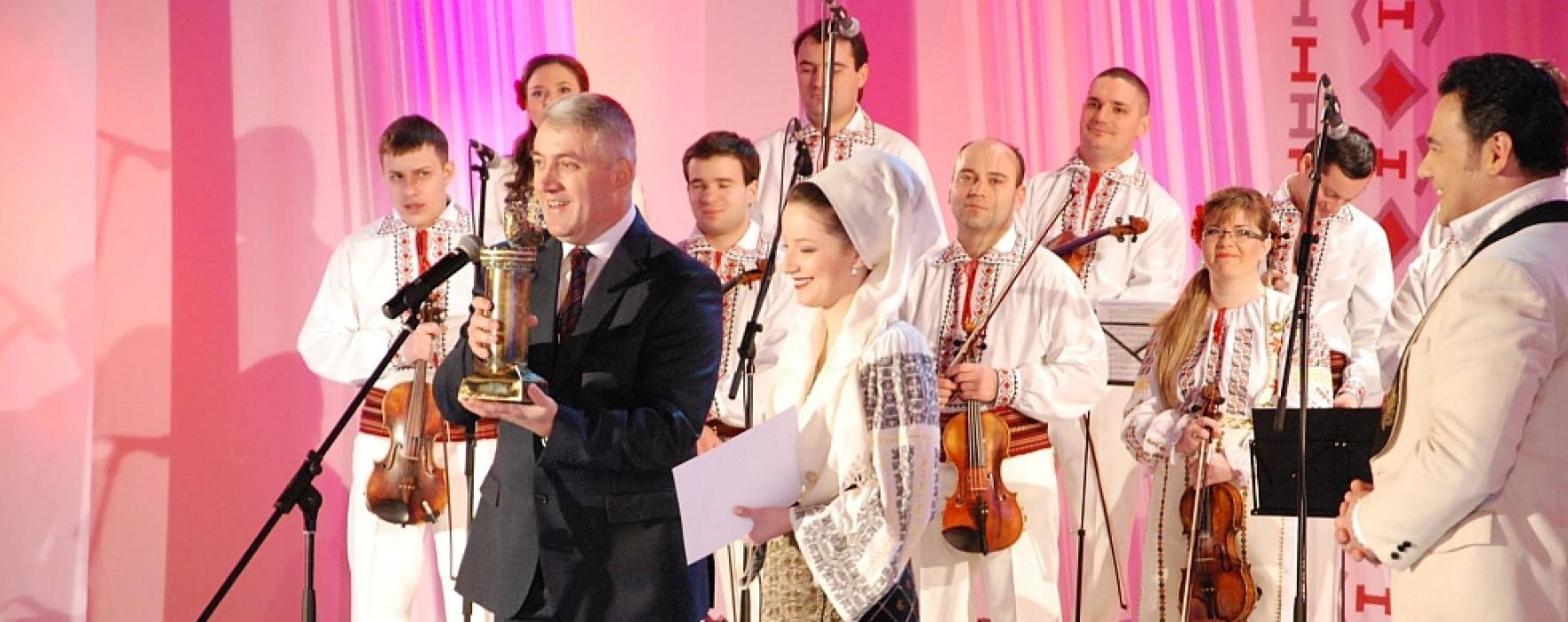 """Trofeul Festivalului """"Ion Dolănescu"""", câştigat de dâmboviţeanca Iuliana Andrada Iordache"""