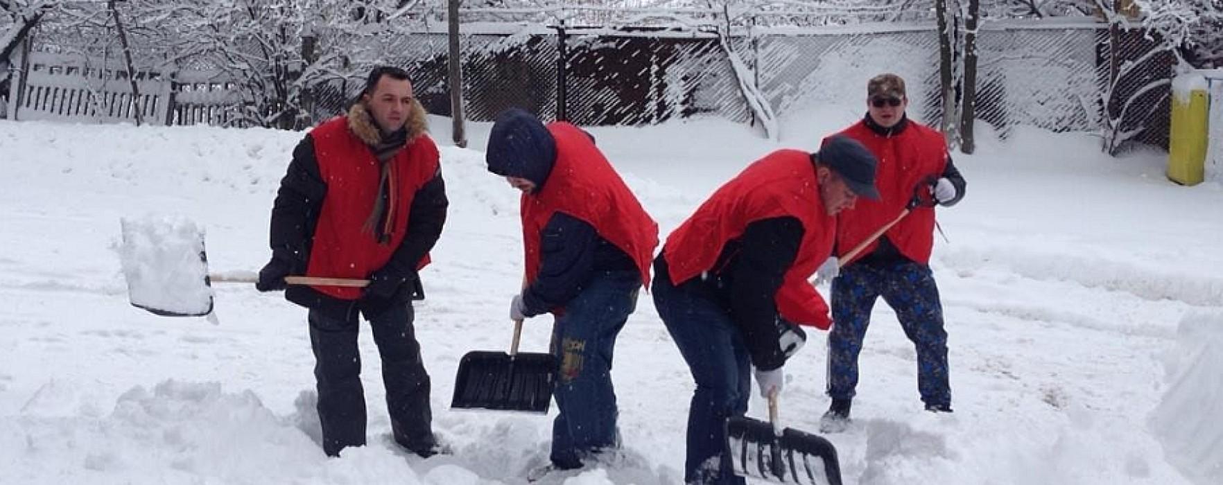 TSD Târgovişte ajută persoanele în vârstă la deszăpezire