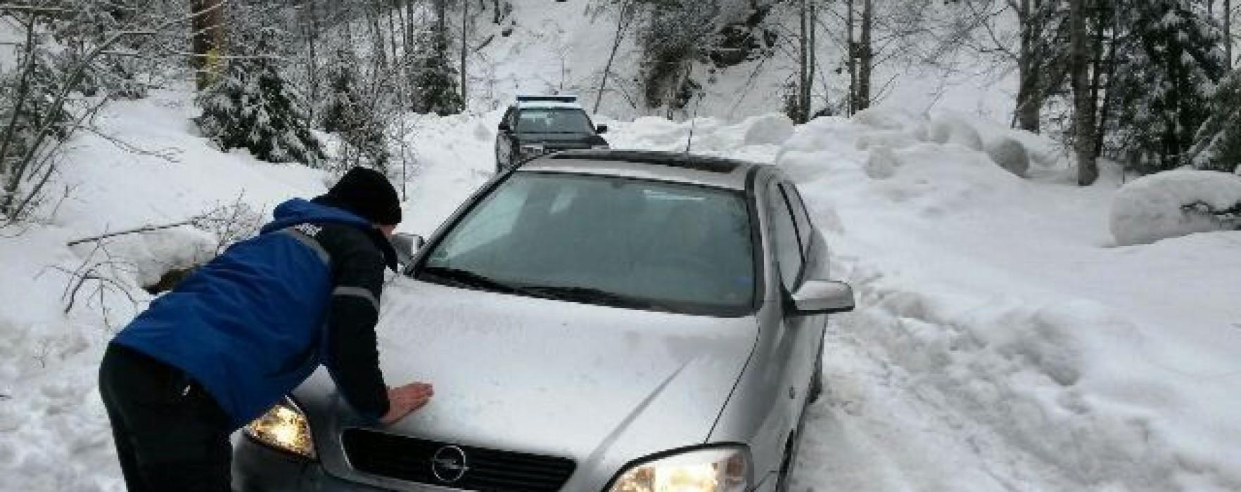 Dâmboviţa: Turişti rămaşi înzăpeziţi, în zona montană
