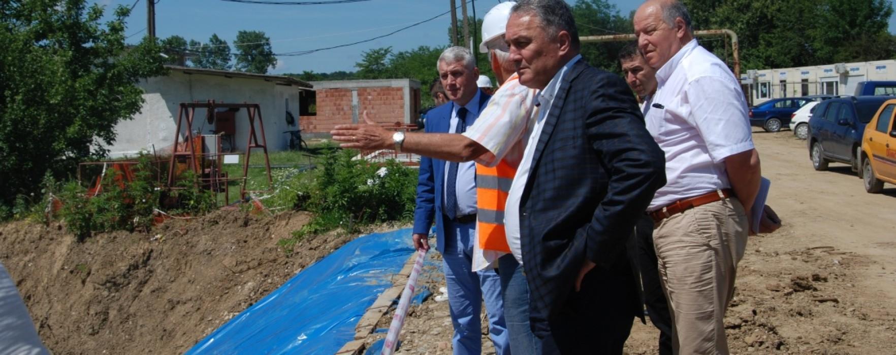 Cartierul Ţuicani din Moreni va avea alimentare cu apă şi canalizare din 2015