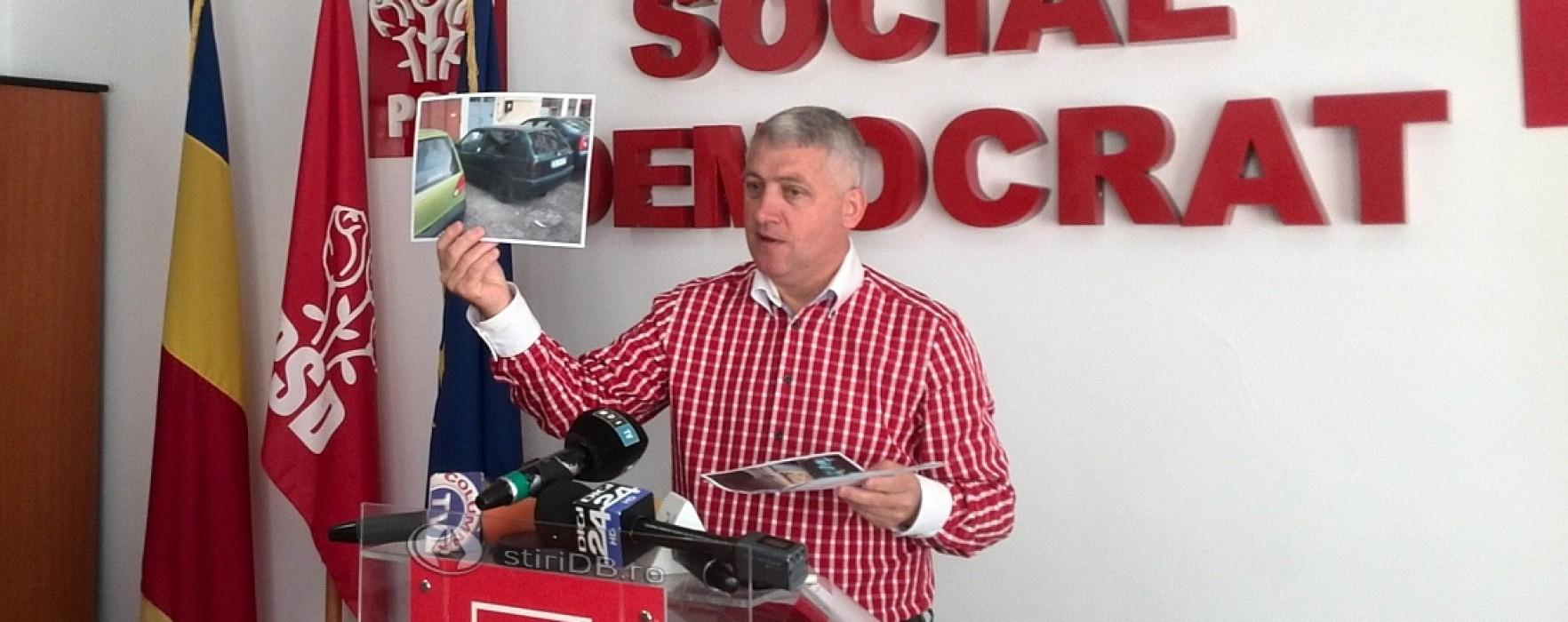 Autocolante greu de îndepărtat, cu mesaje anti PSD, lipite pe maşini în Târgovişte, Găeşti, Moreni şi Răcari
