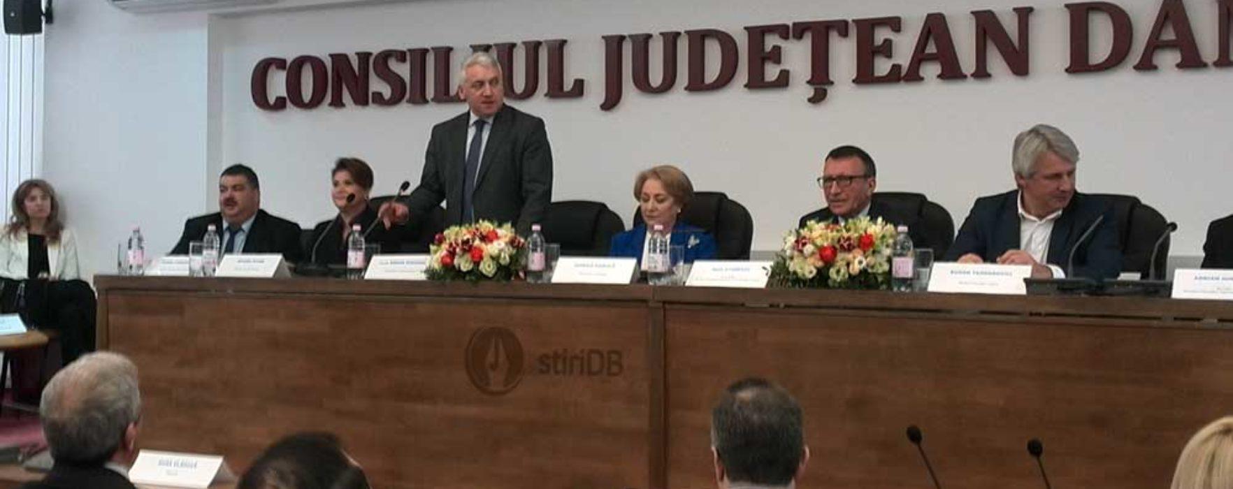 Adrian Ţuţuianu: Funcţionari de rangul doi-trei de la ministere pun talpă unor proiecte importante pentru comunităţile locale