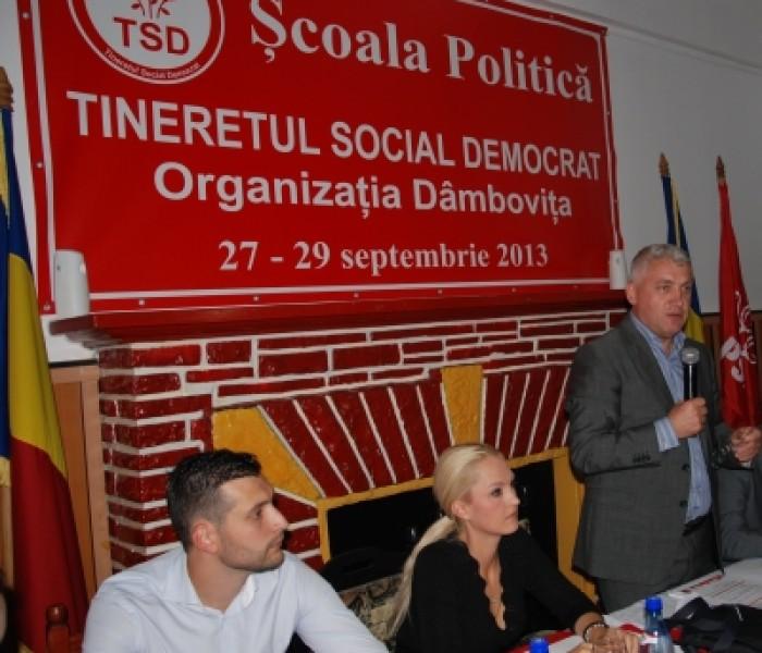 Comunicarea şi administraţia, subiectele şcolii politice a TSD Dâmboviţa