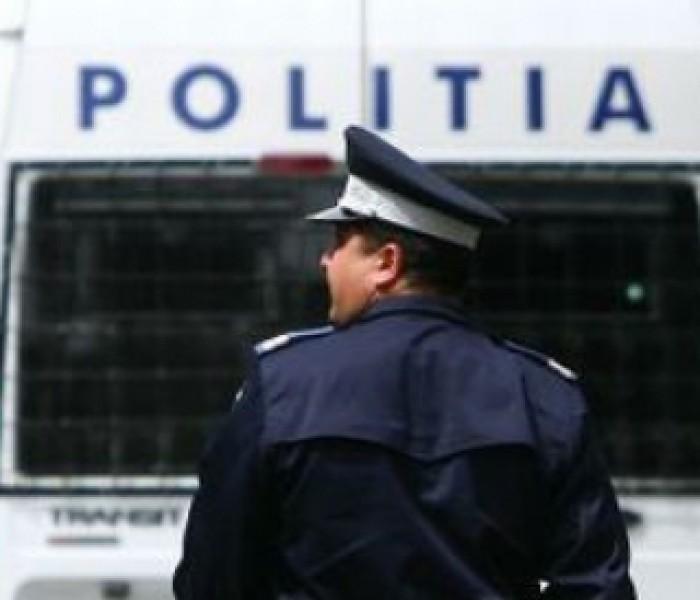 Doi poliţişti dâmboviţeni reţinuţi pentru luare de mită