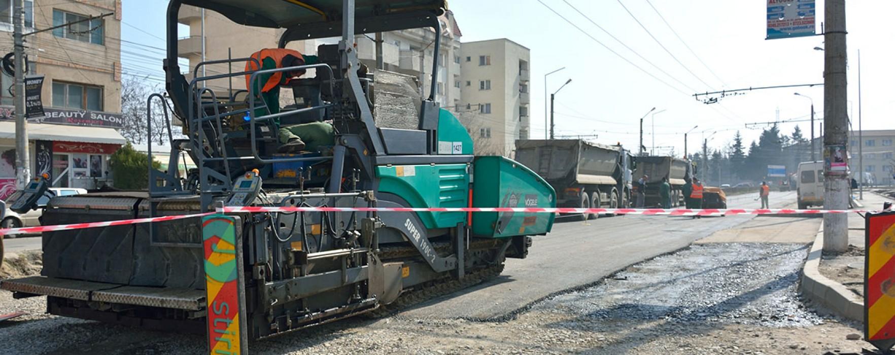 Târgovişte: Se asfaltează, în weekend, Bulevardul Unirii; şoferii sfătuiţi să evite zona