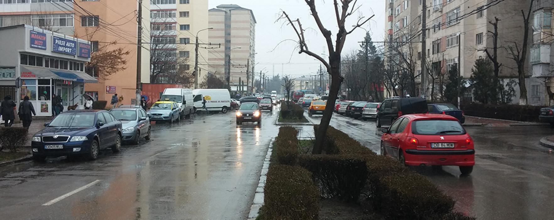 Patru benzi de circulaţie pe mai multe drumuri din Târgovişte (video)