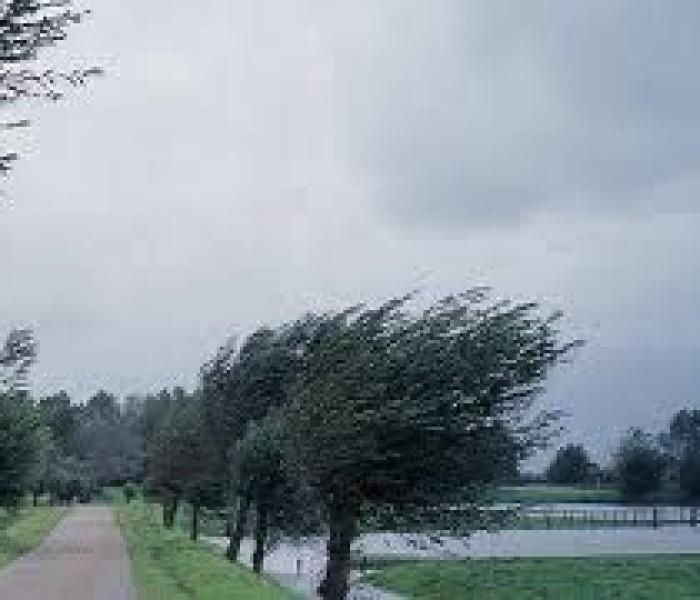 Acoperişul grădiniţei Costeşti Vale, avariat de vânt