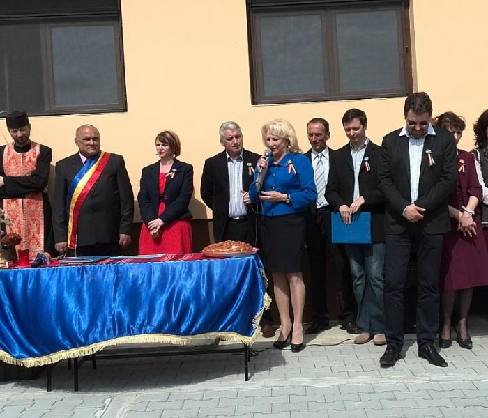 Viorica Dăncilă (PSD), candidat la europarlamentare, a participat la inaugurarea unui after school, la Raciu