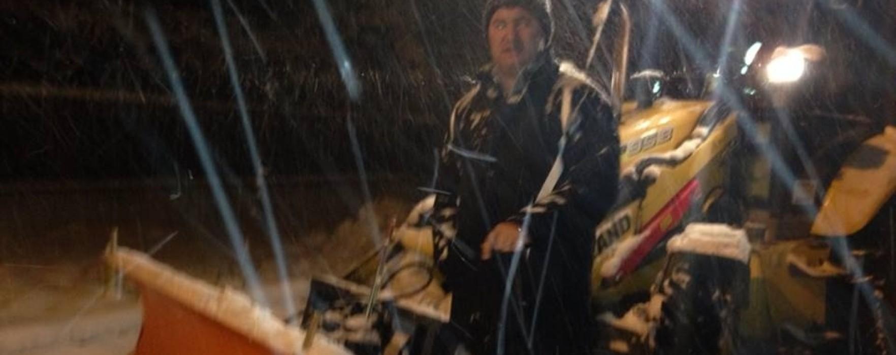 Cei blocaţi în tren la Titu, ajutaţi de primărie să ajungă la Bucureşti