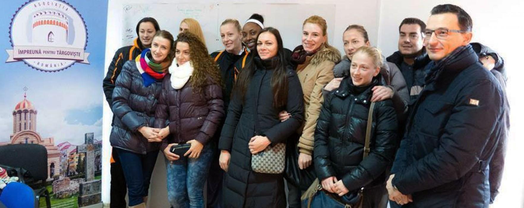 Componentele echipei de volei CSM Târgovişte au donat pentru salvarea lui Cezar