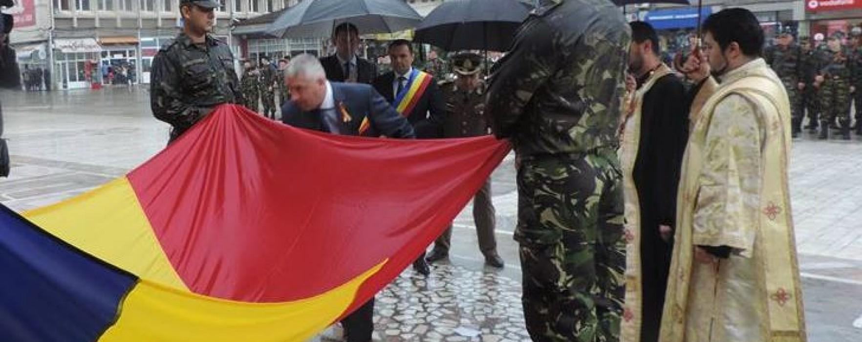 Dâmboviţa: Ziua Drapelului, sărbătorită pe o ploaie torenţială